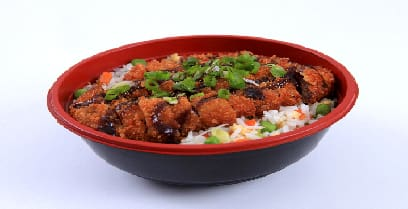 Yakimeshi + katsu frango (delicioso filé empanado com arroz)