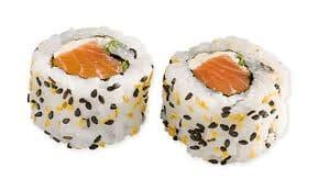 Uramaki de salmão com cream cheese