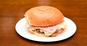 505 - hambúrguer, mussarela especial, presunto, bacon, ovo e cebola