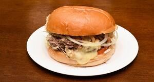 509 - hambúrgueres cortados em cubos com cobertura de mussarela especial