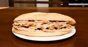 513 - frango, mussarela especial, presunto, bacon, ovo e cebola