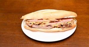 520 - filé mingon, mussarela especial, presunto, bacon, ovo e cebola