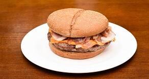 631 - pão australiano, hamburguer 160g, queijo cheddar, bacon e cebola picada