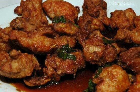 Yakisoba, frango xadrez, arroz, Feijão, salada e frango assado