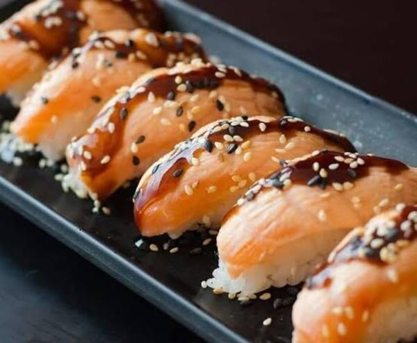 Niguiri salmão flambado