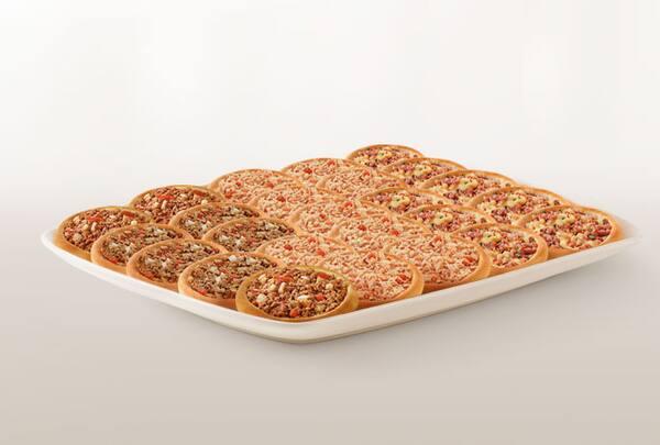 Promoção compre 20 leve 25 esfihas (carne/ calabresa com mussarela ou frango)