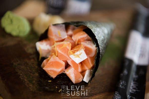 Temaki de barriga de salmão