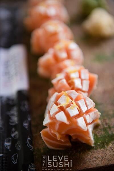Sashimi de barriga de salmão trufado - 6 unidades.