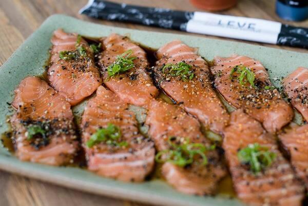 Carpaccio de salmão - 10 unidades