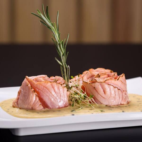 Sashimi salmão ao molho de maracujá (8 unidades)
