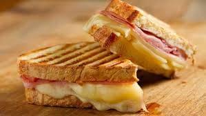 Misto quente: pão de forma presunto e queijo