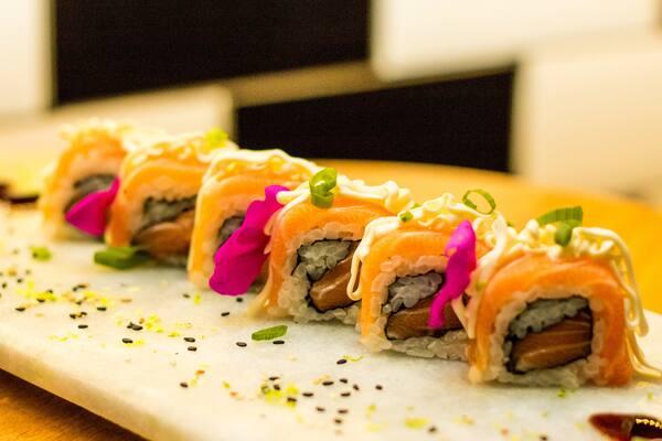 Uramaki de salmão especial