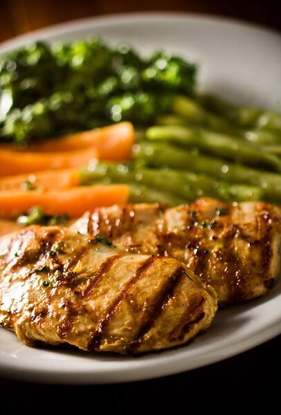 Filé de frango com legumes