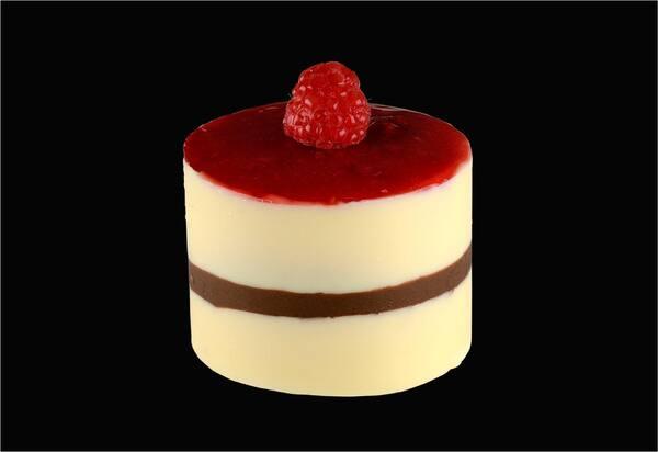 108405 - mousse de chocolate branco com frutas vermelha