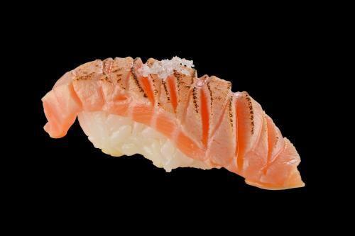 103002 - sushi salmão brule - 2 unidades