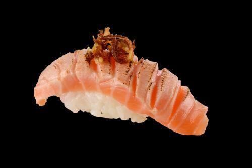 103003 - sushi salmão com alho poró - 2 unidades