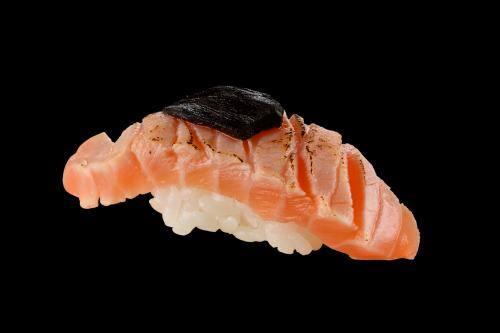 103005 - sushi salmão alho negro - 2 unidades