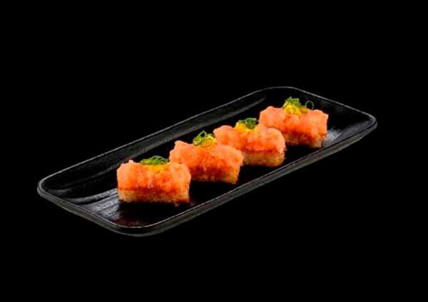 101019 - crispy rice de salmão - 4 unidades