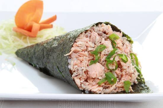210e - temaki de salmão grelhado