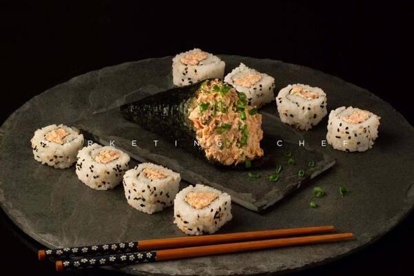 605 - combo temaki e sushi, nada cru.