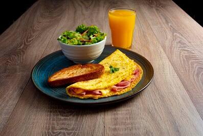 Omelete e presunto e queijo