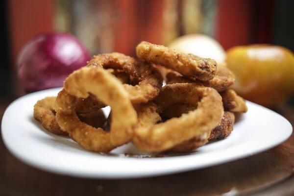 Porção de onion rings