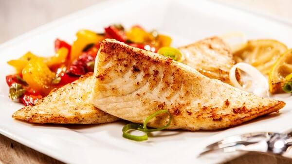 File de saint peter (peixe) grelhado ao molho de alcaparras 400 g ,acompanhada de nhoque ao molho parisiense 500 g,coca cola 2 litros
