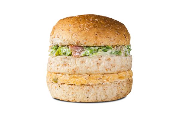Sanduíche frango com salada