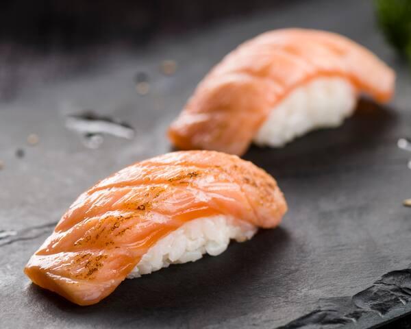 17 - niguiri salmão trufado (dupla)