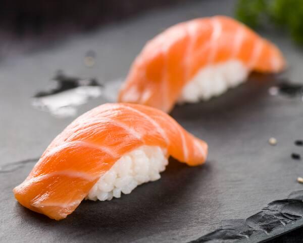 31 - niguiri de salmão (dupla)