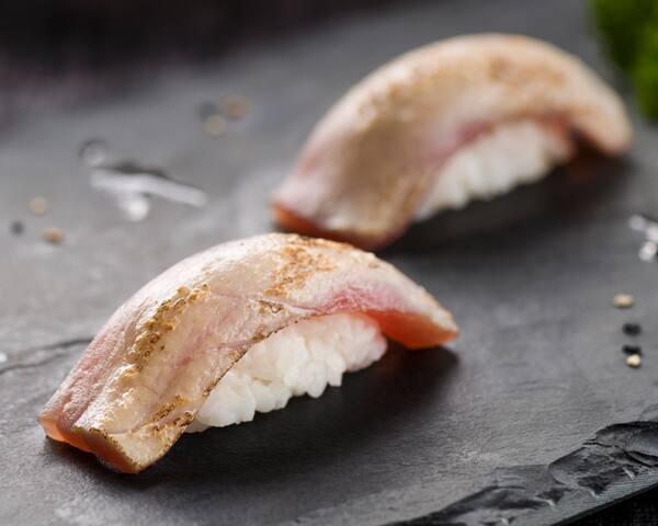 37 - niguiri de atum maçaricado (dupla)