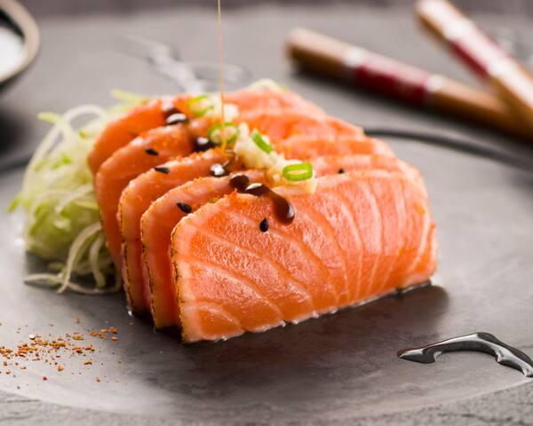 46 - sashimi de salmão tataki