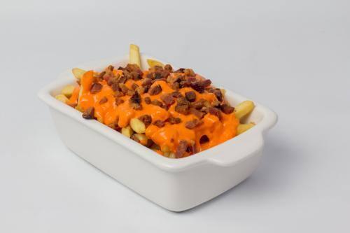 032 - Batata Frita com Cheddar e Bacon