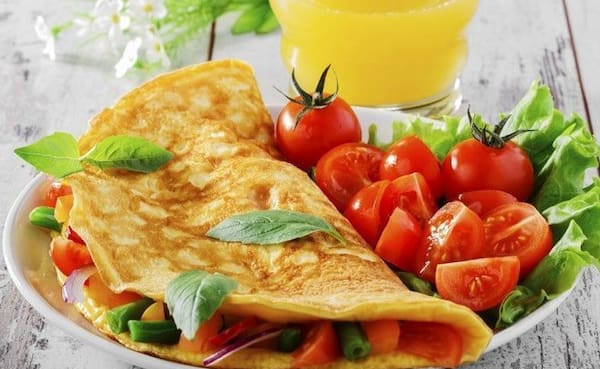 Omelete recheada + suco natural 500 ml