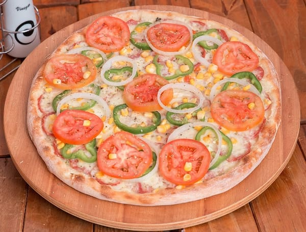 1 pizza tradicional gigante (8 fatias)+borda Catupiry+Kuat 2 litros