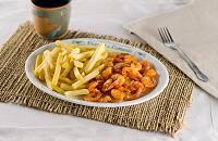 Porção de camarão frito com batata frita