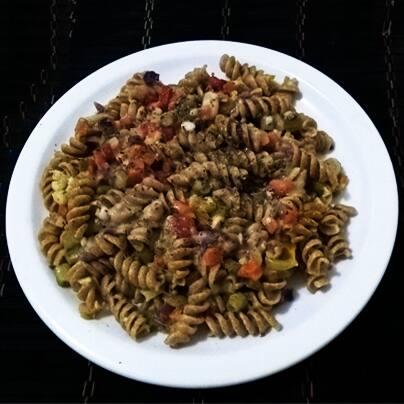 Combo vegan special macaroni - macarrão fusilli integral com legumes ao molho vegan soft bechamel