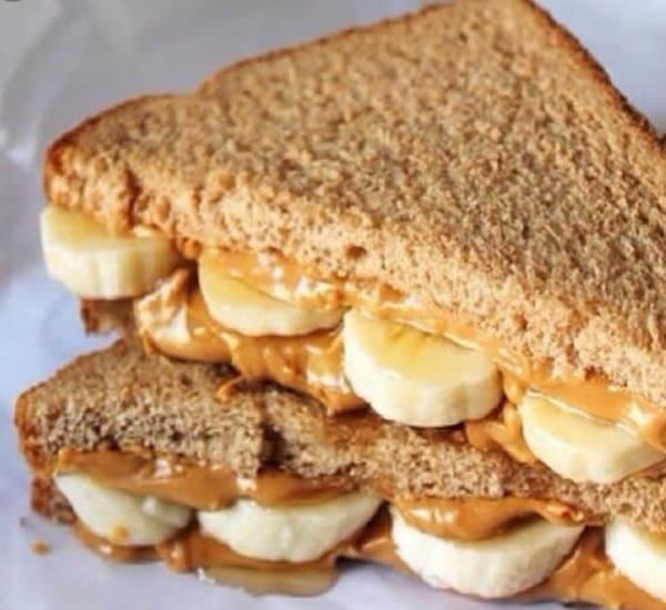 Sanduíche de pasta de amendoim com banana
