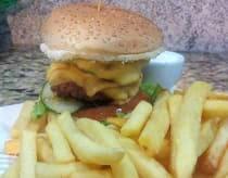 Double salad burger com fritas