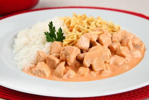 Strogonoff de frango e arroz