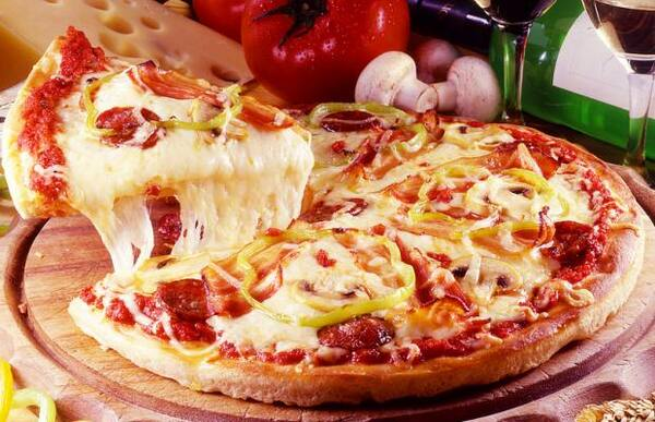 Pizza grande + Kuat 1 lt bom d +