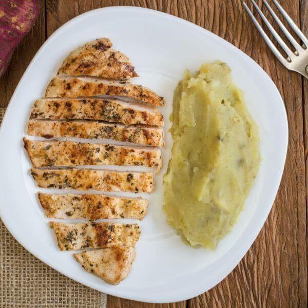 Promoção: Filé de frango com batata doce (marmitex pequena)