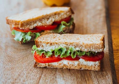 Sanduíche de pasta de atum