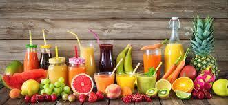 Suco natural de laranja com morango