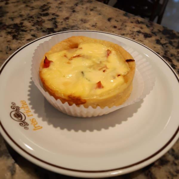 Quiche marguerita - queijo branco, tomate e manjericão