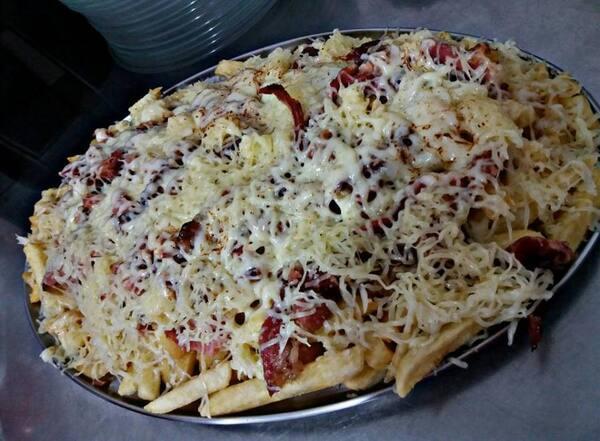 Batata frita queijo e bacon 1k gratis uma guarana Kuat 2l 2.0
