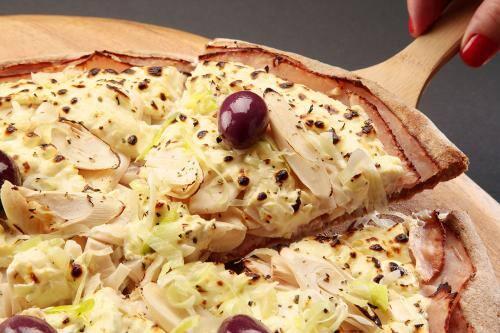 .pizza média salgada - 2 sabores