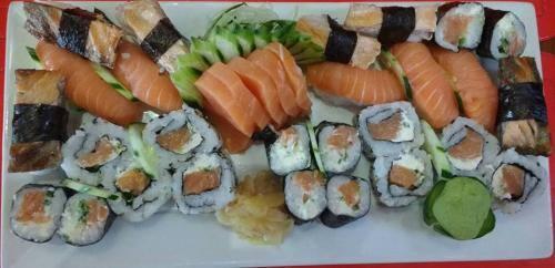 Na compra de um combinado sheke ganha um temaki de salmão s/ troca