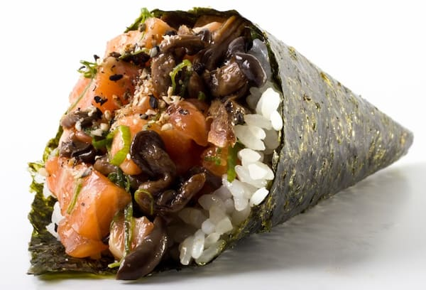 Temaki de salmão com shimeji