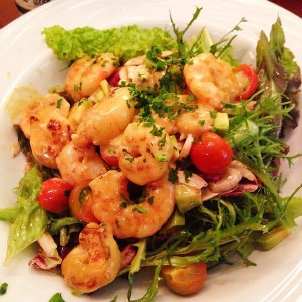 Salada de camarão tradicional